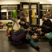 "Anandam Dancetheatre, ""Glaciology"", CityLeaks 2013, Interacting Day, Venloer Straße/Gürtel, Photo: Sandra Sturm"