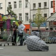 """Butoh Werkstatt Köln, """"Running Bags"""", CityLeaks 2013, Interacting Day, Barthonia Forum, Photo: Sandra Sturm"""